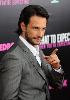 Rodrigo Santoro at event of What to Expect When You're Expecting