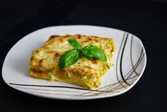 This week I'll provide you with another of my Curry-Pesto recipes. If you missed the first article of this series about preparing the curry Good Food, Yummy Food, Greek Dishes, Pesto Recipe, Cookbook Recipes, Lasagna, Vegetarian Recipes, Curry, Treats