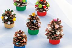 ▷ 1001 + Ideas for a design with pine cones - home sweet home - noel Easy Christmas Decorations, Small Christmas Trees, Simple Christmas, Holiday Crafts, Christmas Time, Diy And Crafts, Crafts For Kids, Sweet Home, Scrap Wood Projects