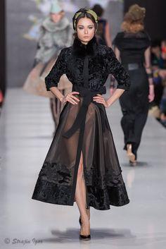 RASHAD's media statistics and analytics Abaya Fashion, Fur Fashion, Couture Fashion, Fashion Show, Fashion Dresses, Fashion Design, Fashion 2020, Runway Fashion, Womens Fashion