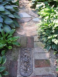 Garden junk path - Garden Junk Forum - GardenWeb---I would like to do something like this on the side yard.