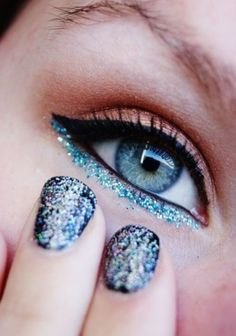 10 Ways to Apply Glitter Eye Makeup