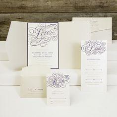 GLAMURÖS – EXKLUSIVE  EINLADUNGS- und/oder HOCHZEITSKARTE Farben: Creme-Perlmutt, Coffee-Beige und edel dunkles Violett, Papier: matt gestrichenes Feinstpapier mit Perlmutt-Schimmer-Effekt, Format: 15,8 x 23,5 cm (BxH), Zubehör: Briefumschlag, zusätzliche Info-Karte, Antwort-Karte mit passendem Umschlag (auch in anderen Farb- und Papiervarianten erhältlich)