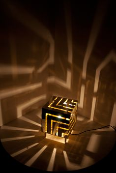 Lampe Decoration, Cube Design, Scrap Metal Art, Wooden Lamp, Home Decor Furniture, Cube Furniture, Led Lampe, Diy Wood Projects, Lighting Design