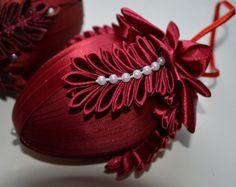 Vajíčko č. Egg Crafts, Baby Crafts, Easter Crafts, Diy Christmas Ornaments, Handmade Christmas, Christmas Decorations, Ribbon Art, Lace Ribbon, Hobbies And Crafts