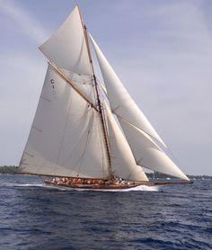 Baum & König - The Classic-Yacht: Details Old Sailing Ships, Sailing Trips, Sailing Yachts, Classic Sailing, Classic Yachts, Power Boats, Speed Boats, Yacht Week, Sailboat Living