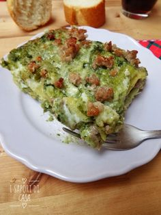 LASAGNE BIANCHE CON BROCCOLI E SALSICCIA Ravioli, Crepes, Pizza, Pasta Dishes, Lasagna, Italian Recipes, Avocado, Food And Drink, Yummy Food