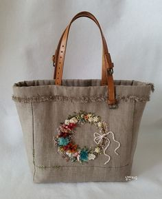Embroidery Purse, Hand Embroidery Flowers, Embroidery Stitches Tutorial, Crewel Embroidery, Shoping Bag, Crochet Leaf Patterns, Sewing Pillows, Jute Bags, Linen Bag