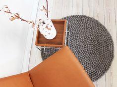 Wenn Sie auf der Suche nach einem herrlichen dunkelbraunen Kugelteppich sind, ist Chestnut Brown der richtige Teppich für Sie. Die sanfte kastanienbraune Farbe strahlt viel Wärme aus und verleiht ihrem Haus einen besonderen Stil. Wenn Sie viele Farben in Ihrem Zuhause haben, ist Chestnut Brown Ihr neuer Kugelteppich.