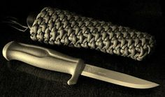 Very cool paracord knife sheath out of paracord. #ParacordBraceletHQ