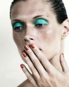 silmät: turquoise eye shadow, Margosia Bela, Jan Welters for Elle France Beauty Make Up, Diy Beauty, Beauty Hacks, Beauty Case, Beauty Stuff, Beauty Ideas, Mascara, Eyeliner, Beauty Shots
