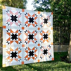 """423 Likes, 41 Comments - Amanda Niederhauser (@jedicraftgirl) on Instagram: """"Meet October Stars, my newest quilt pattern!!! This modern take on a Halloween quilt measures 58""""…"""""""