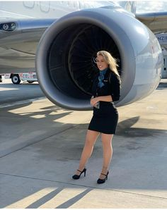 Aviation et Pinup ! - Page : 251 - Salon de discussion - FORUM Les clubs Airline Attendant, Flight Attendant, Cool Tights, Pin Up, Red Hair Woman, Female Pilot, Concours Photo, Army Women, Great Legs