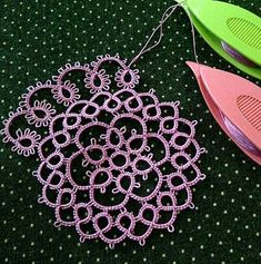 Diy Crafts - I decided to listen to the advice of a good friend and put aside the large NB doily for a while and start on a new piece of tatting. Shuttle Tatting Patterns, Needle Tatting Patterns, Tatting Jewelry, Tatting Lace, Lace Patterns, Crochet Patterns, Canvas Patterns, Dress Patterns, Needle Tatting Tutorial