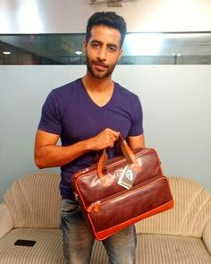 A fusion of the classic suitcase and modern satchel, men's laptop bags are now the essential accessory of every wardrobe.  Here's Bhuvan Arora's pick of this must have accessory from #Foal. #bhuvanarora #naamshabana #bankchor #tevar #shudhdesiromance #dedhishqiya #thetestcase #laptopbag #leather #leatherbags #dailyessentials #satchel #Friyay #trendy #whatstrending #potd