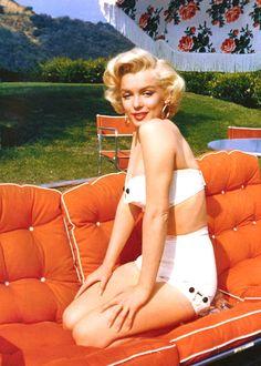 "audreyandmarilyn: "" Marilyn Monroe photographed by Mischa Pelz, 1953. """