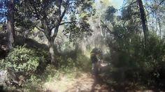 Una de las rutas más impactantes. Atravesamos Mariola de Norte a Sur y ascendemos desde el rio Polop por sendas hasta la Font Roja. Aquí el video del descenso desde la font roja hasta el racó de sant Bonaventura. Una ruta de 72 km y 2200 metros de desnivel positivo.
