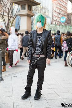 Keisuke is a Japanese host who we met on the street in Harajuku. His look 997e8fc5c4