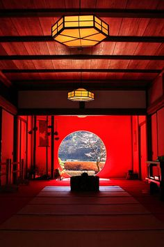 view of the japanese garden through the round-cut open window, from the tatami (straw mat) tea room Japanese House, Japanese Art, Japan Kultur, Culture Art, Art Asiatique, Art Japonais, Japanese Interior, Japanese Architecture, Dojo