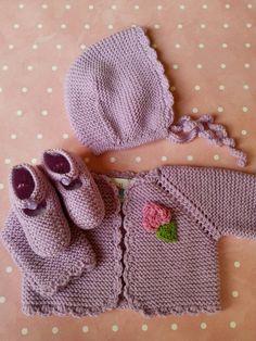 El conjunto básico para recién nacido con un toque divertido!Compuesto por 3 piezas: chaqueta+capota+patucos con un precio especial.También se vende todo por separado.En una lana baby m...
