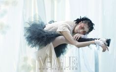 """Noir et Blanc"": Black Swan in Vogue Korea January 2013"