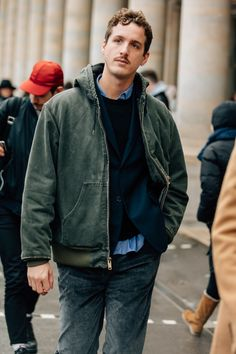 As the fashion marathon enters week two, here are our favorite looks from Paris, from extra-chunky sneakers to extremely touchable topcoats. Grey Fashion, Paris Fashion, Mens Fashion, Fashion Outfits, Fashion Weeks, Fashion Trends, Sneakers Street Style, Sneakers Fashion, Autumn Street Style