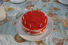 Kindergeburtstag: Doppelte Eistorte (mit Erdbeersorbet)  http://www.family-cookies.de/2014/06/vanilleeis-erdbeereis-und-eine-eistorte-so-schmeckt-der-sommer-und-dazu-noch-ein-veganer-schokokuchen-knaller/  http://www.family-cookies.de/2014/07/erdbeereis-erdbeersorbet-mama-ist-das-lecker-und-lactosefrei-vegan/