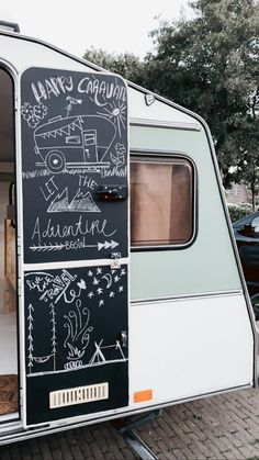 Caravan Renovation Diy, Caravan Interior Makeover, Diy Caravan, Caravan Living, Camper Caravan, Camper Makeover, Vintage Caravan Interiors, Caravan Vintage, Vintage Caravans