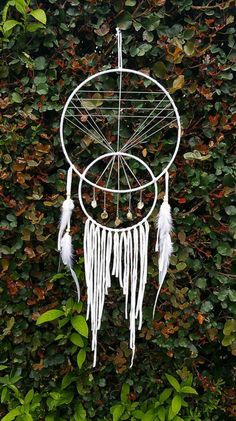 Master Bedroom Decorating Concepts - DIY Crown Molding Set Up Standard Dream Catcher In Upper Crescent Shape, Pyramid In Center Eye As Above, Crystals In Small Crescent As Above. Quills Hang From Beneath. Los Dreamcatchers, Mundo Hippie, Craft Projects, Projects To Try, Diy And Crafts, Arts And Crafts, Creation Deco, String Art, Diy Art