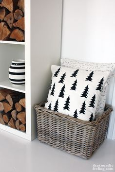 DIY Christmas pillow you could definitely make with sharpie or stencils! DIY Christmas pillow you could definitely make with sharpie or stencils! Scandinavian Christmas, White Christmas, Christmas Diy, Christmas Cushions To Make, Diy Christmas Room Decor, Nordic Christmas Decorations, Christmas Stencils, Christmas Makes, Xmas