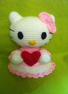 http://amigurumisdeleyva.files.wordpress.com/2013/02/hello-kitty-corazc3b3n-1.jpeg