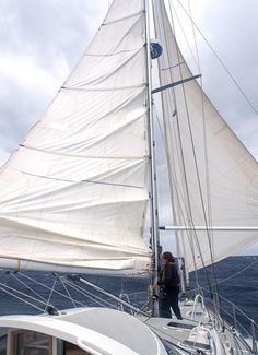 A Simpler Modern Boat:Easy reefing while running off the wind, using a simple system.