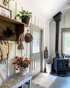 Tiny House Cabin, Cozy House, Cozy Cabin, Cozy Cottage, Beautiful Space, Beautiful Homes, Beautiful Flowers, Interior And Exterior, Interior Design