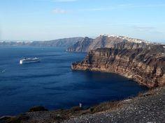 Santorini-caldera-Was Atlantis City there ? Santorini Caldera, Santorini Villas, Santorini Greece, Planet Earth 2, Top 10 Destinations, Lost City, City Break, Greek Islands, Atlantis