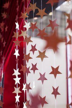 Star Garland Curtain from a Hollywood + Oscars Inspired Birthday Party via Kara's Party Ideas Ka Red Party Decorations, Prom Decor, Hollywood Red Carpet, Hollywood Party, Hollywood Birthday Parties, Red Carpet Theme Party, 30th Birthday Parties, 50th Birthday, Birthday Ideas