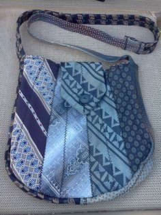 Tie me up - Mens neck tie shoulder purse/ hip sling bag Necktie Purse, Necktie Quilt, Old Neck Ties, Old Ties, Mens Ties Crafts, Neck Tie Crafts, Tie Pillows, Diy Accessoires, Fabric Bags