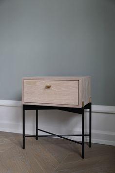 DUSK BEDSIDE TABLE - theresaarns.com