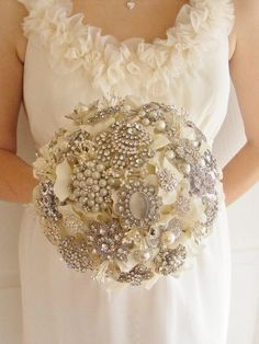 How to Design Your Brooch Bouquet ... 144767-bridal-bouquets-with-brooches-3 └▶ └▶ http://www.pouted.com/?p=37988