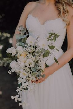 Beautiful simple bouquet by Okasie Flowers. Destination Wedding, Wedding Venues, Bouquet, Boho, Elegant, Wedding Dresses, Beautiful, Simple, Flowers