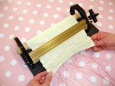 Learn how to sew smocking by machine with this technique guide by Lorna Knight. Smocking Baby, Smocking Plates, Smocking Patterns, Hand Embroidery Patterns, Embroidery Stitches, Sewing Hacks, Sewing Tutorials, Sewing Tips, Punto Smok