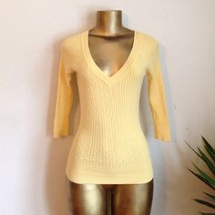 🌹 cable knit V-neck sweater🌹 🌹Cute yellow Aeropostale V-neck sweater🌹 Aeropostale Sweaters V-Necks