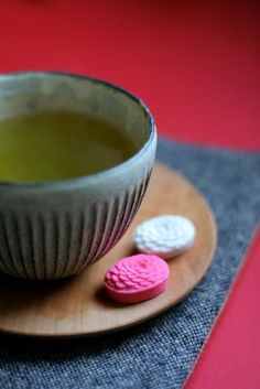 Japanese Tea Time: Matcha Green Tea with Dry Sugary Cake|抹茶と干菓子