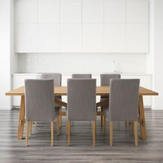 Dining tables MOCKELBY wood with HENRIKSDAL chairs in grey