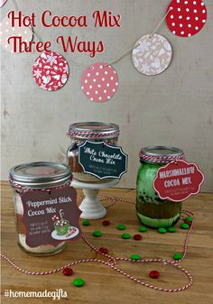 Whip up some jar gifts with this Hot Cocoa Mix - Three Ways from Juggling Act Mama - includes printable labels! Christmas Bark, Fabric Christmas Trees, Christmas Gifts, Christmas Goodies, Christmas Baking, Christmas 2019, Diy Food Gifts, Homemade Gifts, Mason Jar Gifts