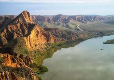 Escapadas Ibéricas: Barrancas de Burujón (Toledo) Beautiful Sites, Live Free, Grand Canyon, Spain, Places To Visit, Explore, Country, Water, Travel