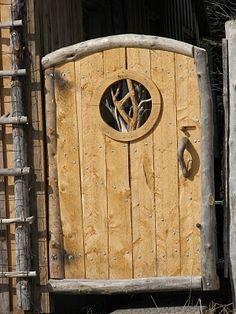 Driftwood Fence & Gate - I love this hobbit gate