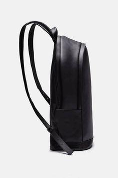 PB 0110 — Cm 20 Backpack   Black — THE LINE