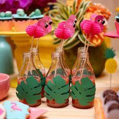 Festa Tropical: 110 ideias e tutoriais cheios de alegria e cores Safari Theme Birthday, Luau Theme Party, Pool Party Decorations, Flamingo Birthday, Luau Birthday, Flamingo Party, Kids Party Themes, Birthday Decorations, Ibiza Party