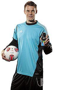Team- und Sportgeist in einer Flasche! adidas & Manuel Neuer präsentieren mit Team Five einen neuen dynamischen Herrenduft und rufen zum internationalen 5 gegen 5 Fußball-Turnier auf.