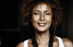 """""""Wüstenblume""""-Autorin Waris Dirie über ihren Kampf gegen Genitalvestümmelung: Schutzengel der Mädchen - TV SPIELFILM"""